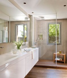begehbare Dusche mit Glaswand und Fenster walk-in shower with glass wall and window Ideal Bathrooms, Upstairs Bathrooms, Beautiful Bathrooms, Modern Bathroom, Bathroom Ideas, Bathroom Floor Cabinets, Bathroom Flooring, Ideas Baños, Wooden Flooring