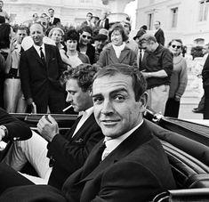 voxsart: The Simplicity Of The Black Knit Tie. Sean Connery James Bond, James Bond Actors, James Bond Movies, Sean Connory, Bond Issue, Scottish Actors, British Actors, Knit Tie, Black Knit
