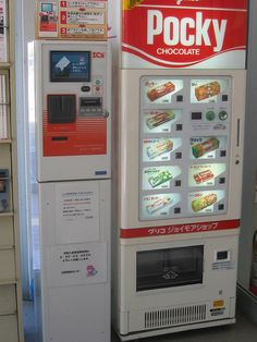 Pocky vending machine - If only they had them in my school… Japanese Snacks, Japanese Candy, Japanese Sweets, Japanese Food, Go To Japan, Visit Japan, Japan Trip, Vending Machines In Japan, All About Japan