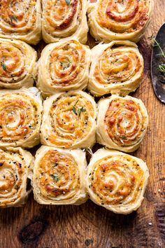 "Herby Everything Cheddar Swirl Buns (recipe) - ""swirled with cheddar cheese, basil pesto, fresh herbs, and a little everything bagel spice too. Fingers Food, Half Baked Harvest, Harvest Bread, Yummy Food, Tasty, Bun Recipe, Snacks Für Party, The Best, Cooking Recipes"
