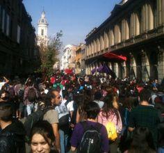 [Foto] Cabeza de la marcha ya avanza por calle San Ignacio en dirección al Parque Almagro, punto de llegada