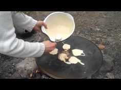 How to cook pancakes over a campfire with a muurikka