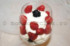 Cupa de fructe de padure cu o irezistibila crema de mascarpone