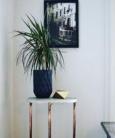 Sharp round edges  #traditional #inspiration #quality #handcrafted #handmade #concrete #concretetable #concretedesign #interior #interiordesign #norwegian #norwegiandesign #madeinoslo #oslo #copperpipe #plant #sthanshaugen #modern #moderndesign #modernart #moderncraft #local #localbrand #picture #table #gold #copper #home