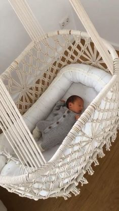 Macramé boho baby cradle - For napping in between, flexible and comfortable hanging cradles are ideal to rock your sparrow to - Baby Hammock, Baby Swings, Nursery Room, Girl Nursery, Hanging Cradle, Diy Furniture Videos, Sleeping A Lot, Baby Room Design, Baby Bassinet