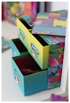 Turn your workspace into a tropical paradise by keeping your bits and pieces organised in this exotic floral print mini multi drawer unit. Drawer Unit, Manicure Set, Tropical Paradise, Exotic, Decorative Boxes, Floral Prints, Stationery, Gift Wrapping, Organization
