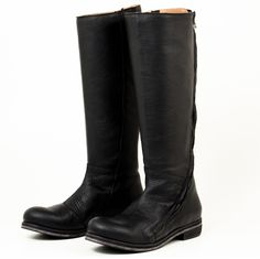 Gidigio Tobia If you are looking for a elegant black knee-high boot, you've found it in the Gidigio Tobia! This simple yet sophisticated style hugs the leg with its beautiful handcrafted leather design. Along with its beautiful leather, the Tobia also comes with complementary seam detailing as well as a beautiful diagonal zipper closure that adds a modern twist to the classic Italian leather knee-high look.