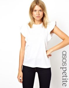 Beautiful feminine top. This could be styled in so many different ways!