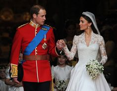 The Royal Wedding - Britain's Prince William and his wife Kate, Duchess of Cambridge, leave Westminster Abbey following their wedding ceremony. (Carl de Souza/AFP/Getty Images). - Fuente | Source: http://www.boston.com/bigpicture/2011/04/the_royal_wedding.html - Via: http://larmide.com.ar/blog/