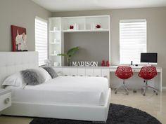 chambre blanche aux accents rouges chaise à roulettes