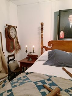 Colonial decor primitive farmhouse decor antiques beds furniture antique quilts pine flooring antique clocks colonial lighting rope beds poster beds night stands