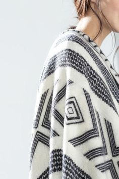 LUCLUC Graphic Print Graceful Scarf - LUCLUC