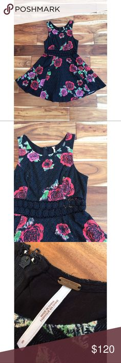 Free People Floral Dress This rose dress was the perfect thing to wear to a summer wedding! I got plenty of compliments 🌹🌹🌹 Free People Dresses Midi