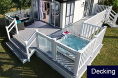Visit our information site for a lot more that is related to this wonderful photo Mobile Home Deck, Mobile Home Living, Home And Living, Caravan Interior Makeover, Caravan Renovation, Caravan Home, Caravan Ideas, Tyni House, Caravan Awnings
