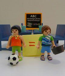 Propuestas para educar en igualdad de género desde la Educación Infantil y Primaria - educaweb.com Toy Chest, Storage Chest, Family Guy, Toys, Character, Google, Education System, School Tips, Gender Stereotypes
