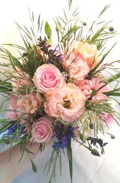 Bukiet ślubny, róż w naturalnej kompozycji. Floral Wreath, Wreaths, Home Decor, Homemade Home Decor, Flower Crown, Deco Mesh Wreaths, Interior Design, Garlands, Home Interior Design