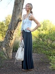 This is how to wear a maxi skirt in Arizona.