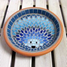 Moonlight Hedgehog Mosaic Garden Water Dish Bowl Saucer The Design A mosaic hedgehog design made using all shades of blue tiles from deep sapphire to sky, and aqua to deep turquoise. This saucer is perfect for leaving fresh water out for the hedge. Mosaic Crafts, Mosaic Projects, Mosaic Art, Mosaic Glass, Glass Art, Stained Glass, Mosaic Animals, Mosaic Birds, Mosaic Birdbath