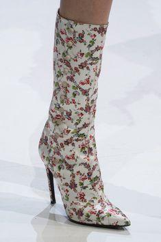 Giambattista Valli at Couture Fall 2016 - Details Runway Photos Shoes 2016, Couture Details, Giambattista Valli, School Fashion, French Fashion, Fall 2016, Couture Fashion, World Of Fashion, Designer Shoes