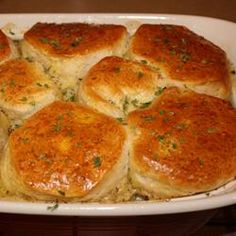 Moms Fabulous Chicken Pot Pie with Biscuit Crust Recipe - uh YUM Easy Chicken Pot Pie, Chicken Recipes, Chicken Pot Pie Recipe With Bisquick, I Love Food, Good Food, Yummy Food, Tasty, Top Recipes, Cooking Recipes