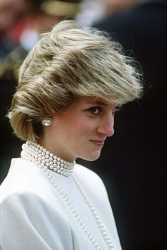 She manages to make pearls on pearls on pearls look chic, not cheesy.