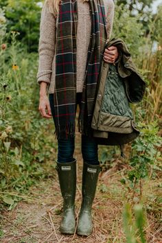Barbour Womens Jarrow Mid Calf Winter Waterproof Wellington Rain Boots - Dark Olive - Fall Winter Outfits, Autumn Winter Fashion, Country Winter Outfits, Rainy Day Outfit For Fall, Fall Fashion, Preppy Style Winter, Autumn Fall, Fashion Boots, Fashion Mode