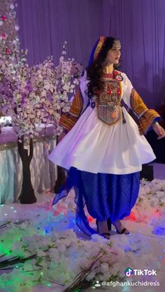 Look 1 from the Afghan Kuchi Dress Winter Collection Tik Tok edit Pakistani Fancy Dresses, Bridal Mehndi Dresses, Eid Dresses, Indian Dresses, Afghan Wedding Dress, Afghani Clothes, Pakistan Bride, Afghan Girl, Afghan Dresses