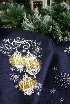 """Купить Льняная скатерть """"Рождественские фонарики"""" - синий, синяя скатерть, скатерть с вышивкой, льняная скатерть"""