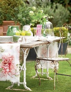 garden seating, table decor, beautiful table setting, party, tablescape