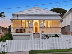 Property data for 147 Stratton Terrace, Manly, Qld Get sold price history for this house & median property prices for Manly, Qld 4179 Cottage Exterior, House Paint Exterior, Little Cottages, Beach Cottages, Sloped Front Yard, Front Deck, Facade House, House Exteriors, Queenslander House