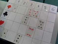 Anneke / Speelkaarten sorteren / Inhoud: 4 blanco rasters, getalkaarten en kaarten met afbeeldingen (velcro), kaarten uit kaartenspel