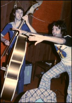 Paul and Denny, Sea-saint studios, NOLA, photo by Linda Beatles Guitar, The Beatles, Beatles Photos, Denny Laine, Wings Band, Paul Mccartney And Wings, Band On The Run, Just Good Friends, The Fab Four