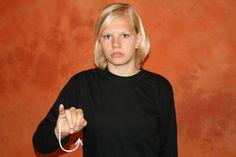 """SPREADTHESIGN - Internationales Lexikon der folgenden Gebärdensprachen: Schwedisch, Englisch (BSL), Amerikanisch (ASL), Deutsch, Französisch,Spanisch, Portugiesisch, Russisch, Estnisch, Litauisch, Isländisch, Lettisch, Polnisch, Tschechisch, Japanisch, Türkisch. Das Lexikon enthält ebenso American Sign Language und """"Baby signs""""."""