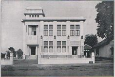 This beautiful building located in front of Bank Indonesia now, in Jalan Braga this is their first look then after few years they extend the building with two towers, this is the Insulinde an oil company in the 1920 - 1930s