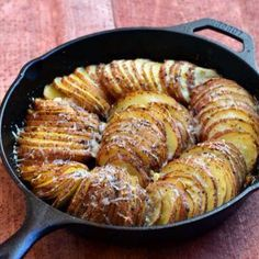 Made these and they are awesome! Hasselback Potatoes With Parmesan And Roasted Garlic Recipe by Onion Rings and Things Cast Iron Skillet Cooking, Iron Skillet Recipes, Cast Iron Recipes, Cooking With Cast Iron, Skillet Pan, Skillet Dinners, Garlic Recipes, Veggie Recipes, Cooking Recipes
