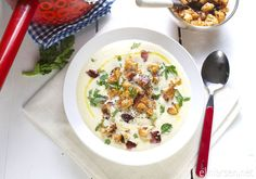 Blomkaal- og fennikelsuppe med purre, stekt bacon og ovnsbakte blomkaalbuketter Cheeseburger Chowder, Risotto, Soup, Ethnic Recipes, Soups