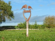 Rusty Metal Robin Garden Decoration Featuring two stunning little robins, set upon a fork handle - a great addition to a planter or garden space A great gift for Mum Metal Garden Art, Metal Art, Metal Birds, Rusty Metal, Rustic Gardens, Garden Gifts, Garden Ornaments, Handmade Shop, Handmade Gifts