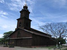 https://flic.kr/p/4yrEdP | Wood church out | A big wooden church / Iglesia Santa Catalina de Colonche - Prov. Santa Elena