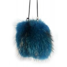Bandolera de piel de zorro con pelo azul www.sanci.es Girl Trends, Beanie, Christmas Ornaments, Holiday Decor, Hats, Fashion, Blue Hair, Blue Nails, Furs