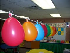 Cute idea to count down the last days. I have 19 to go!  Teach Junkie: 26 Fun and Memorable End of the School Year Celebration Ideas - Balloon Countdown