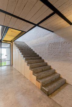 Casa RR / Delfino Lozano   Urban House   Between Buildings   Metal Structure   White Color   white Brick   Concrete Stair  