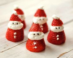 Mini Santa Clauses from strawberries and whip cream