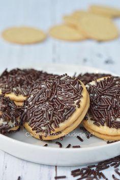 Hagelslag koekjes maken met je kind, ze vinden het echt  heel leuk want ze kunnen het helemaal zelf maken. EN opeten! Dutch Bakery, Bake My Cake, 3d Cakes, Cooking With Kids, No Bake Cookies, Dessert Recipes, Desserts, Hagelslag, High Tea