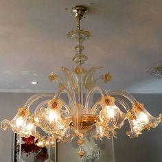 Inspiração do dia: Lustre cristal com âmbar by Venexino #venexino #luz #arte #decor #decoracao #design #sofisticação #murano #italia