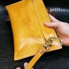 Designer Wallets, Leather Bags Handmade, Leather And Lace, Leather Handbags, Videos, Heels, Leather Crafts, Craft Ideas, Sewing