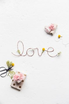 DIY floral love sign | sugarandcloth.com