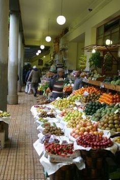 Las Salas de frutas y verduras del mercado, Funchal, Madeira  http://www.travelandtransitions.com/destinations/destination-advice/europe/madeira-portugal/