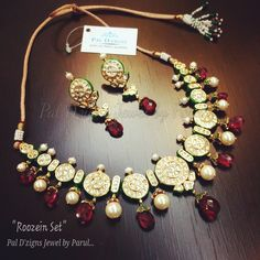 Best site to plan a modern Indian wedding, WedMeGood covers real weddings… Royal Jewelry, India Jewelry, Temple Jewellery, Jewelry Sets, Gold Jewelry, Daisy Jewellery, Jewellery Making, Indian Wedding Jewelry, Statement Jewelry