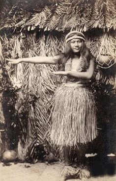 Native Hawaiian Hula Dancer // Hawaiian culture and tradition // all beautiful sources of inspiration for us all at Coco Moon Hawaii