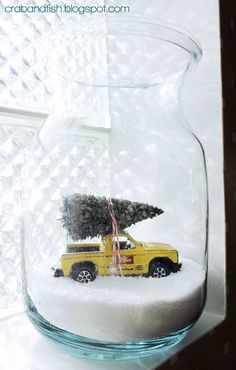 Set the scene for Christmas with this adorable car in a jar! #DIY #Christmas | crab+fish